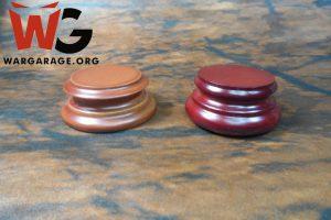 No sólo debemos escoger el material, la forma y el tamaño más adecuado para nuestra miniatura, también es importante el color